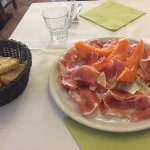 Crudo e melone 9 euro