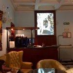 Entrée, salle du petit déjeuner, escaliers et jardin de l'Hotel Donatello à Florence.
