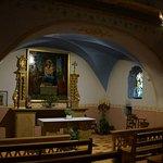 Intérieur de la petite chapelle du village