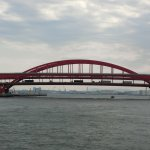 船から見る橋