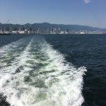 海上から神戸を臨む
