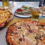 Pizza con Patatine, Pizza Capriciossa, and grilled vegetables.