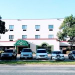 Guesthouse Inn & Extended Stay Suites Photo