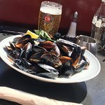 Mussels in white buttery sauce