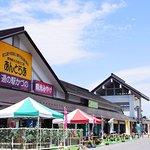 きりたんぽ発祥の地、秋田県鹿角市の〈道の駅かづの あんとらあ〉。レストランや売店、産地直売所、手づくり体験館、「花輪ばやし」展示館など、鹿角をまるごと体感できます。