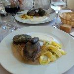 Pigeon rôti aux câpres et au lard, chou vert farci : délicieux !