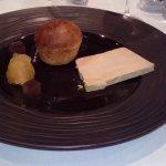 foie gras maison, brioche tiède et chutney de pommes