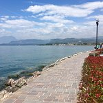 Pedestrian walkway into Bardolino / Cisano accessible across the road from the hotel