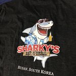 Foto de Sharky's Bar and Grill 3