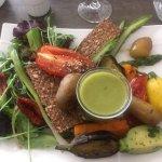 Une assiette végétarienne pleine de saveurs et des desserts à tomber par terre !