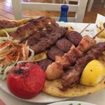 Πεντανόστιμα πιάτα, μεγάλες μερίδες και πολύ ποιοτικό φαγητό! Το σέρβις γρήγορο και το προσωπικό