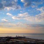Vista della spiaggia e del porto di Riccione al tramonto
