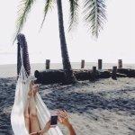 hamacas al lado de la playa