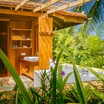 Open air bathroom at the Bungalow Suite Deluxe
