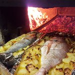 Pescado de roca al horno de leña. Fresh fish in a wood oven