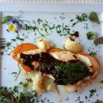 kurczak, bataty, kalafior i sos śliwkowy