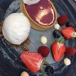 Tarte Bariolette, déclinaison de fruits rouges, mousse au citron confits et sa crème glacée au y