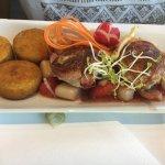 leckeres Essen in einem Restaurant mit Aussicht