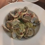 Spaghetti alle vongole with fettuccine noodles - very dry