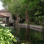 La rivière qui longe le jardin, une jolie balade à faire en barque