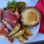 camembert farci aux poivrons et son accompagnement