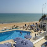 Small pool with limited sunbeds but the beach is just steps away and the sea is warm enough to s