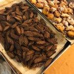 Cantucci al cioccolato e frittelline di riso
