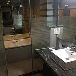 Cabine de ban et douche en même temps. Géante.