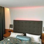 Doppelbett mit Hintergrundbeleuchtung