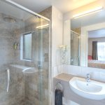 Executive Studio & Compact Studio bathroom