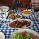 Prato principal: rudião (carne de cordeiro) com arroz e batatas.