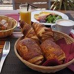 Petit Dejeuner au Manava Plage
