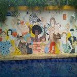 Mural pintado en la piscina