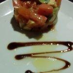 Tartar con queso de cabra, tomate y aguacate