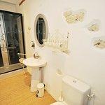 Violine Room Bathroom 2