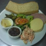 Cheddar and ham ploughmans, great lunchtime grub!