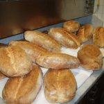 Pane cotto giornalmente nel forno a legna