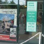Anne Frank House : Sign at entrance