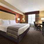 Country Inn & Suites Evansville King Guest Room