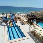 Photo de Karawan Beach & Resort