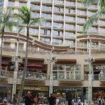 Foto de Embassy Suites by Hilton Waikiki Beach Walk