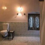 Room 503 - Naina Darshan - Bathroom