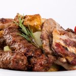 """Ca la Mama"" Platter for Two: meat and sausages platter, mixed with rosemary&seasoned potatoes"