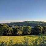 Vu sur Thuery-Harcourt depuis le chemin de randonnée en amont du village