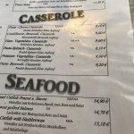 Speisekarte und Salat mit Putenstreifen Salat sehr gut, Bürger sollen nicht so gut sein