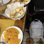 Posto caratteristico da vero street food tipico Ottima la farinata anche con lo stracchino e la