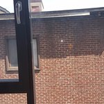 Fenêtre uniquement en battant et vue très limitée