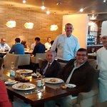 Hasta el Chef Nicolás Piatti está pendiente de la Comida y el servicio. Excelente.