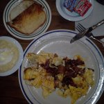Bacon omelet wih grits