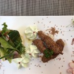 Entrée de thon au sesame, mousseline de wasabi, corbeille de mesclun
